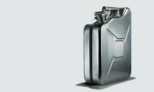 Ein silberner Dieselkanister.