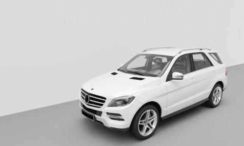 Eine weiße ML Klasse parkt in einem grauen Raum