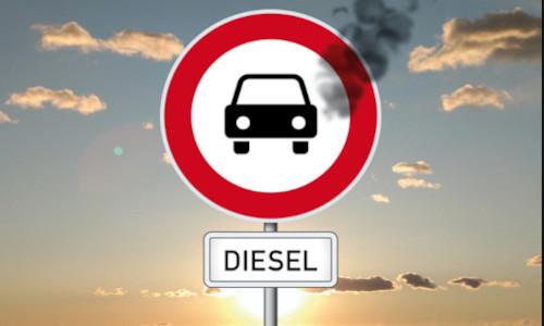 Verbotsschild für Autos, unten steht Diesel